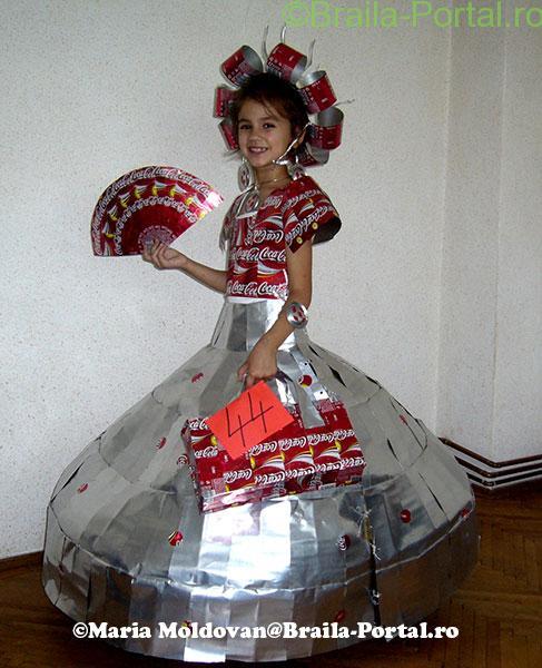 Maria Moldovan creează o garderobă îndrăzneaţă. Pasiunea nu are limite!