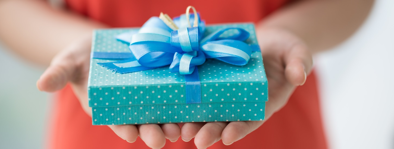 Ştim cui, când şi cum se oferă un cadou?