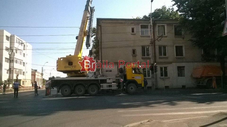 Auto-betonieră răsturnată