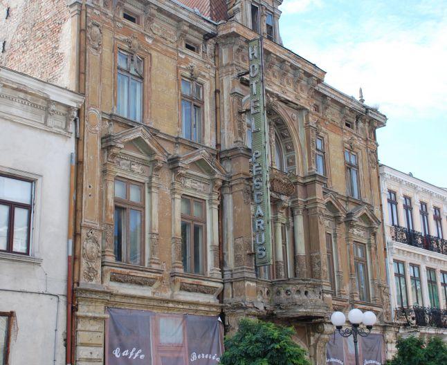 """Proiect editorial al Bibliotecii Județene """"Panait Istrati""""  -  """"Orașul ca moștenire pentru viitor, clădiri de patrimoniu – Album foto-documentar"""""""