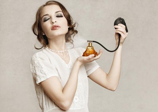 Cum ar trebui să se dea o femeie cu parfum