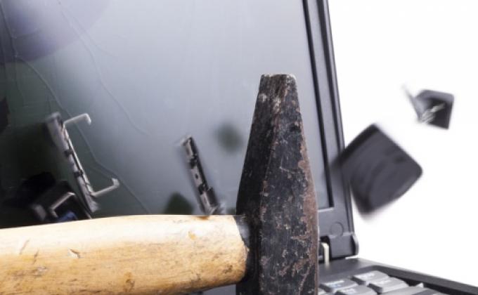 Photo of 4 Greşeli care îţi strică laptopul