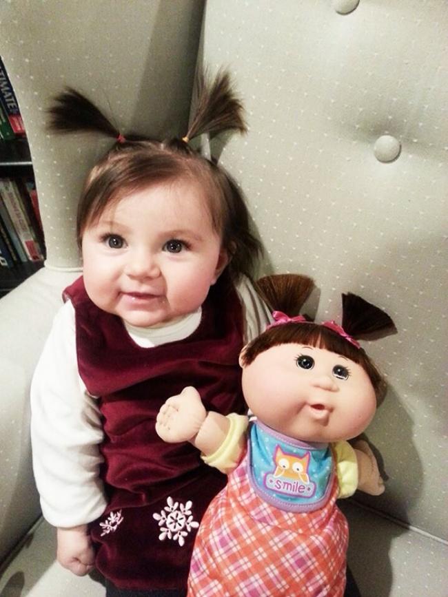 Copii care arată exact ca jucăriile lor