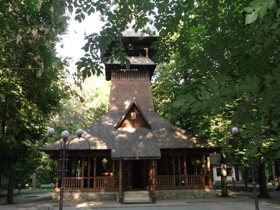 Manastirea Sf. Pantilimon din statiunea Lacu Sarat
