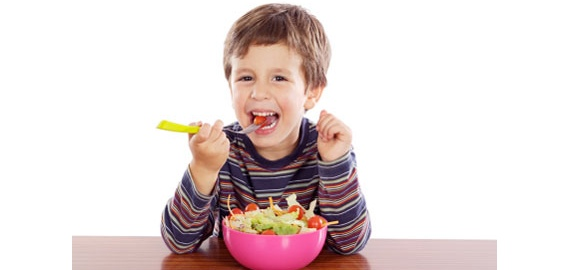 Cum să îți convingi copilul să mănânce ceea ce îi pui în farfurie?