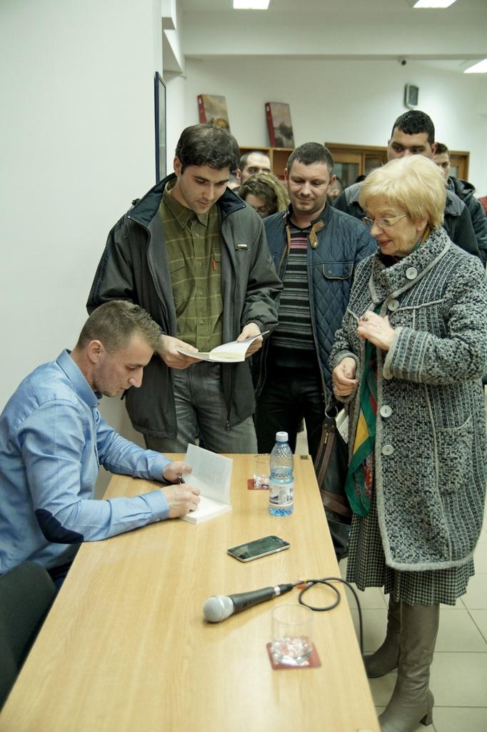 Imagini de la lansarea cărții lui Marian Godină la Brăila