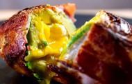 Rețetă de ouă și avocado înfășurate în bacon