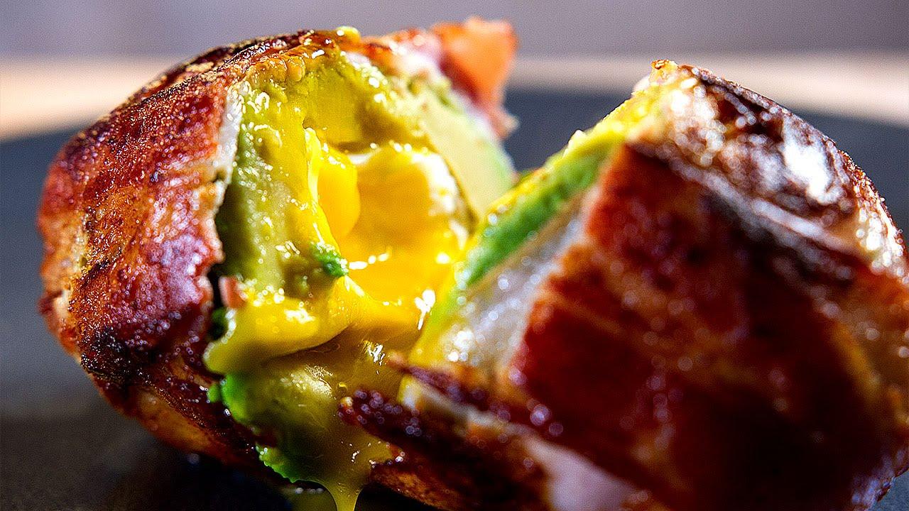 Photo of Rețetă de ouă și avocado înfășurate în bacon