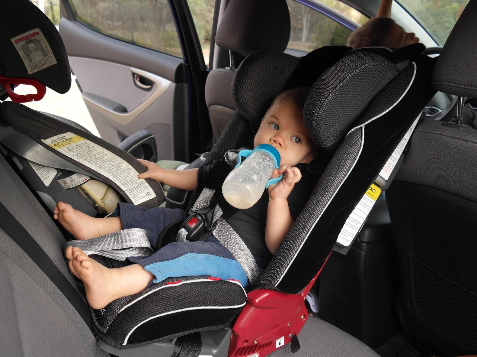 scaun-bebe-masina